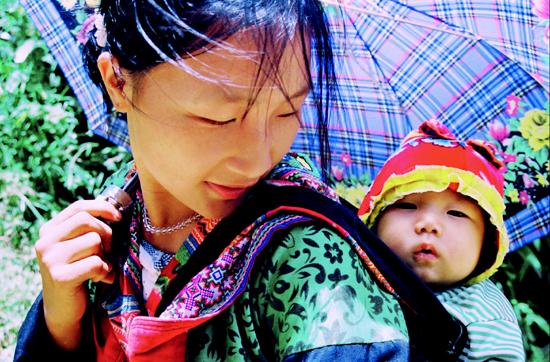 Bài 25: Khúc hát ru những em bé lớn trên lưng mẹ