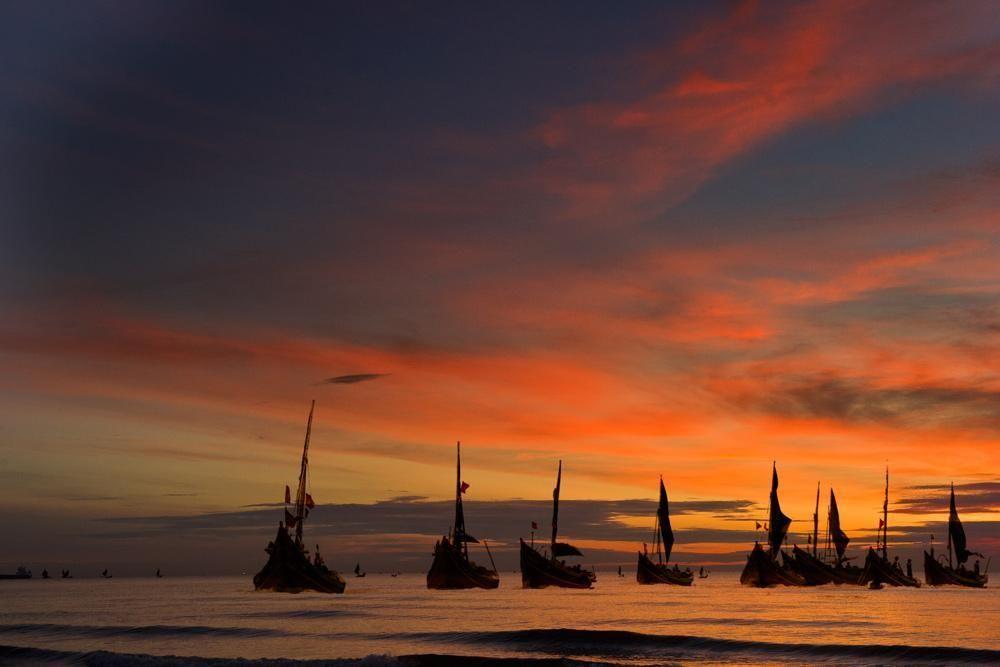 """Phân tích bài thơ """"Đoàn thuyền đánh cá"""" của Huy Cận"""