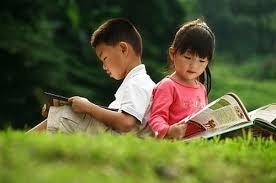 Sách là ngọn đèn sáng bất diệt