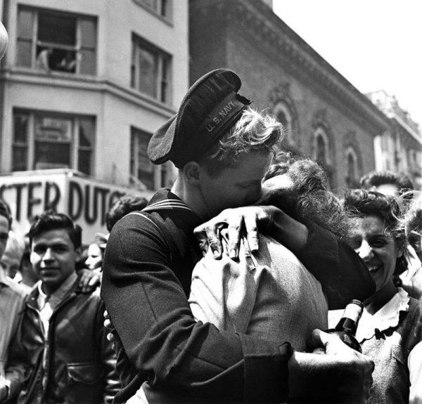 Cảm nhận về tình yêu đôi lứa trong thơ 1945 -1975 (Phần 1)