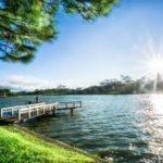 Tả bức tranh vẽ hồ Xuân Hương – Đà Lạt