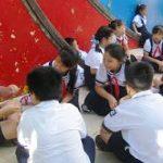 Trao đổi về trách nhiệm của học sinh trong cộng đồng