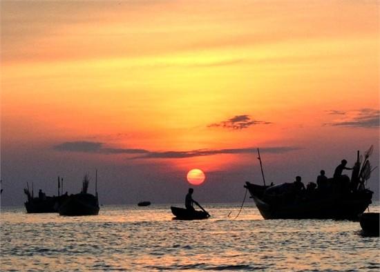Phân tích bài thơđoàn thuyền đánh cá