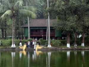 Phân tích bài Phong cách Hồ Chí Minh của Lê Anh Trà