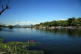 Phân tích hình ảnh thơ mộng, trữ tình của những dòng sông Việt Nam