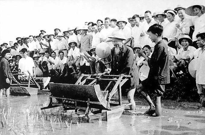 """Cảm nhận của em về bài """"Phong cách của Hồ Chí Minh"""" của Lê Anh Trà"""